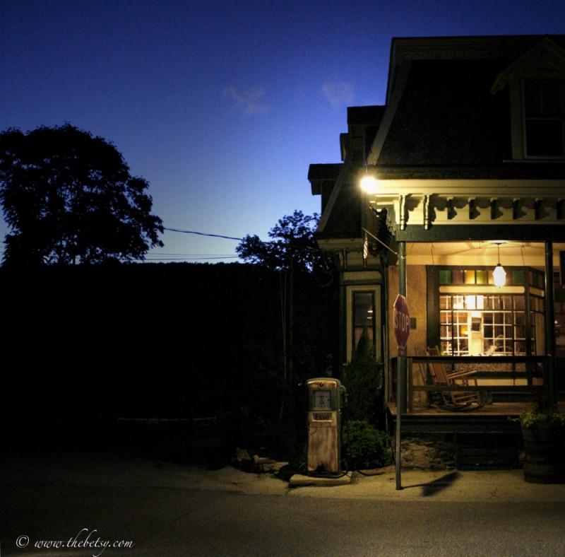 esso gas birchrunville store cafe night streetligh