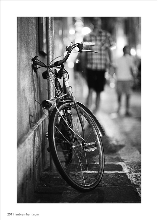 A b&w photo of a bicycle in city centre Florence