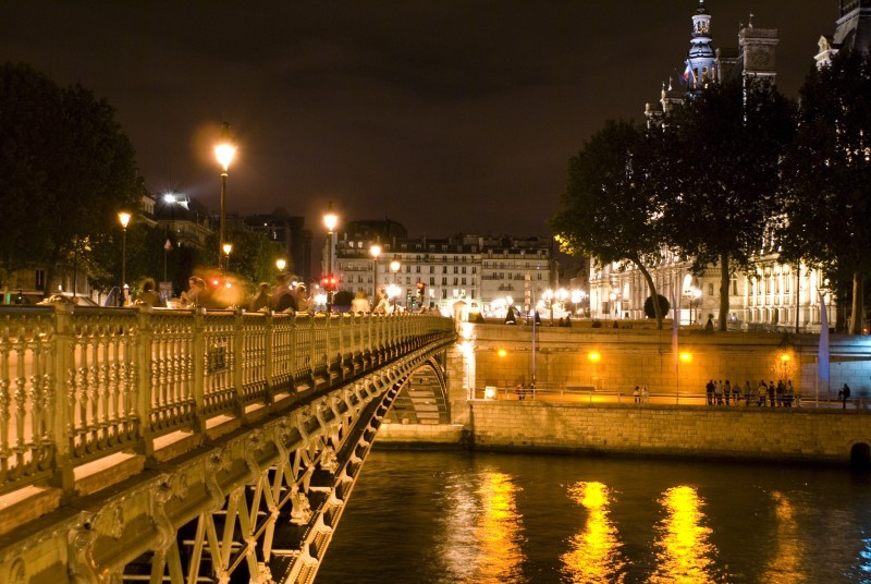 Paris&#039; Bridge