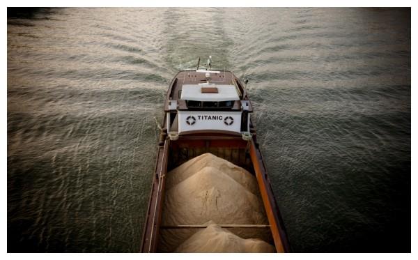 the titanic on la Seine Paris