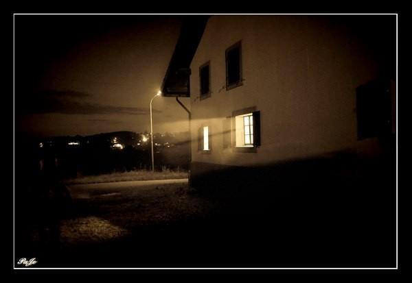 Maison dans la nuit