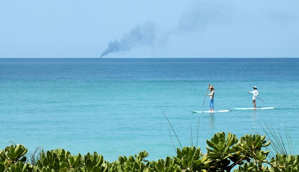 Ohh, a boat's on fire...