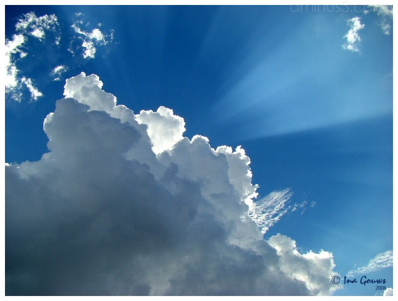 Sunrays against the blue sky