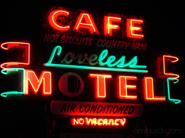 loveless cafe located on highway 100 in nashville