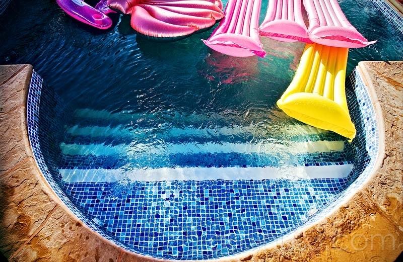 air mattresses in swimming pool