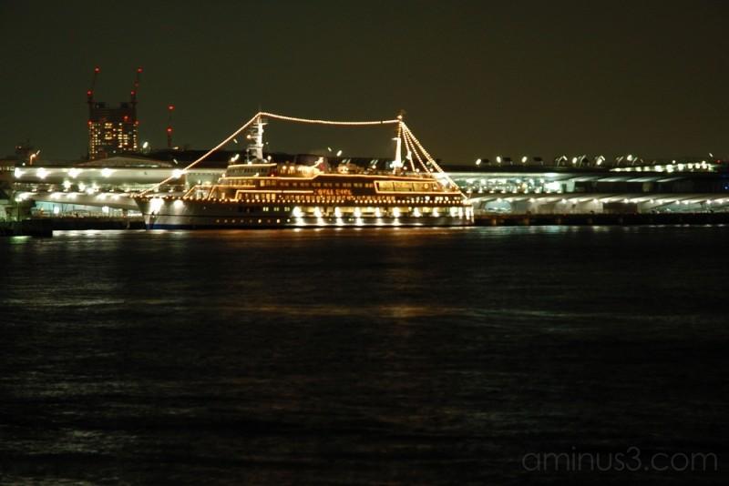 Royal Wing at anchor, Passenger Terminal