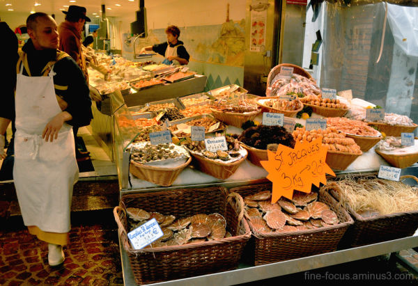 fish stall, shellfish, paris