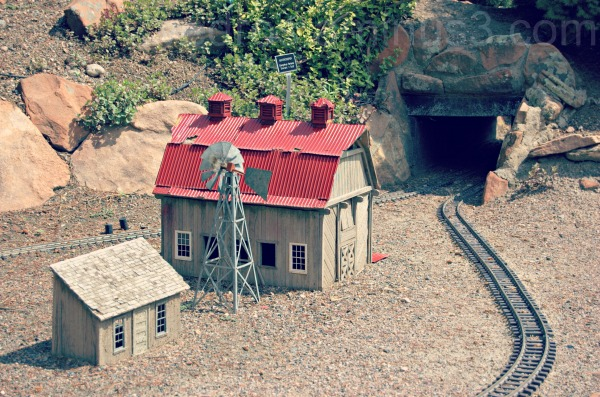 train, tunnel, hudson gardens