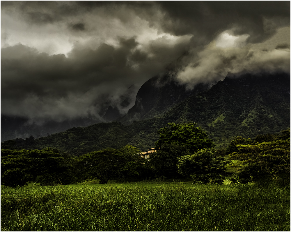 storm in the ko'olau mountains