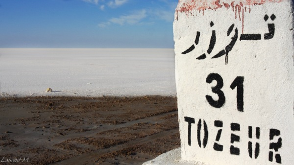 milestone in chott-el-jerid on the way to Tozeur