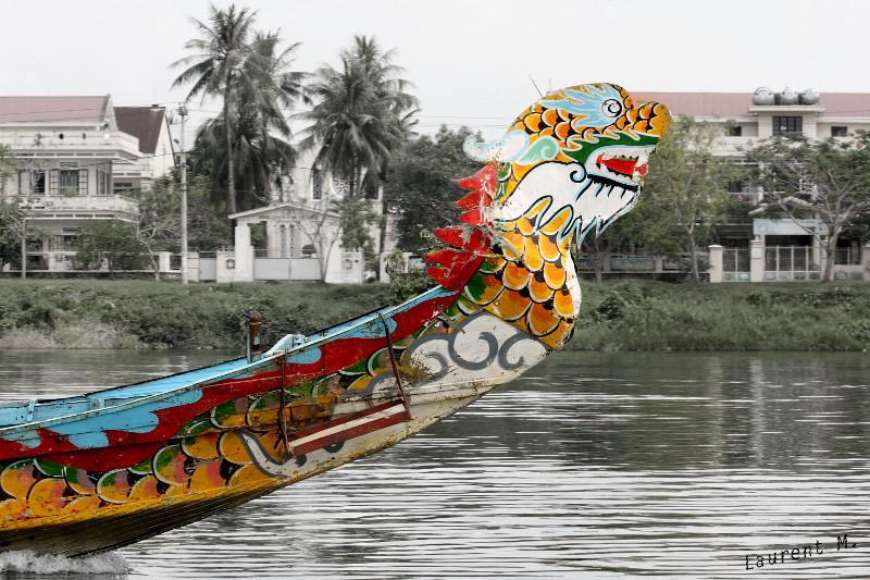 bateau dragon sur la rivière des parfums