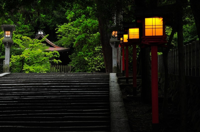 Nightfall, Yoshida Shrine (吉田神社)