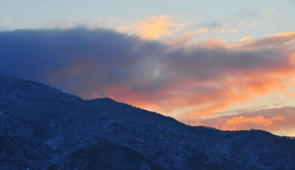 初日の出 (First Sunrise)