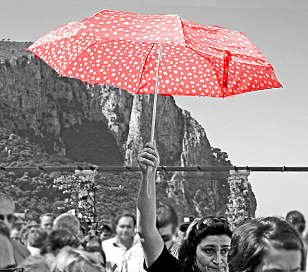 Follow that orange umbrella, dude !!!