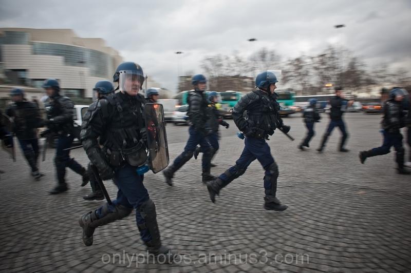 Manoeuvre des gendarmes lors d'une manifestation,