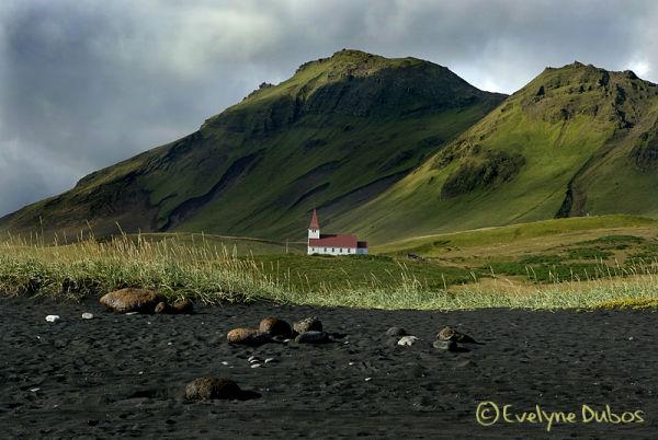 La petite église dans la prairie  (Islande)