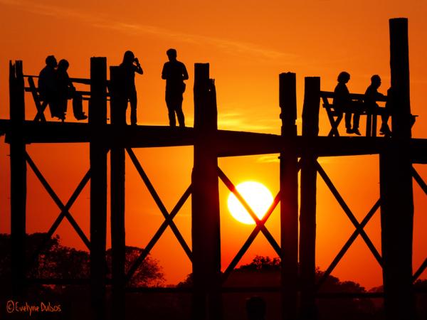 Un soir sur le pont U-Bein.