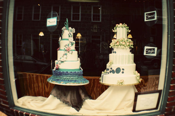 store front with wedding cakes