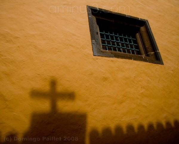 Sombra cruz ventana vayafoto