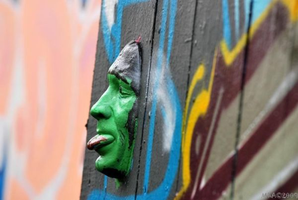 Silly Tuesday:Le mur a mis son masque ...
