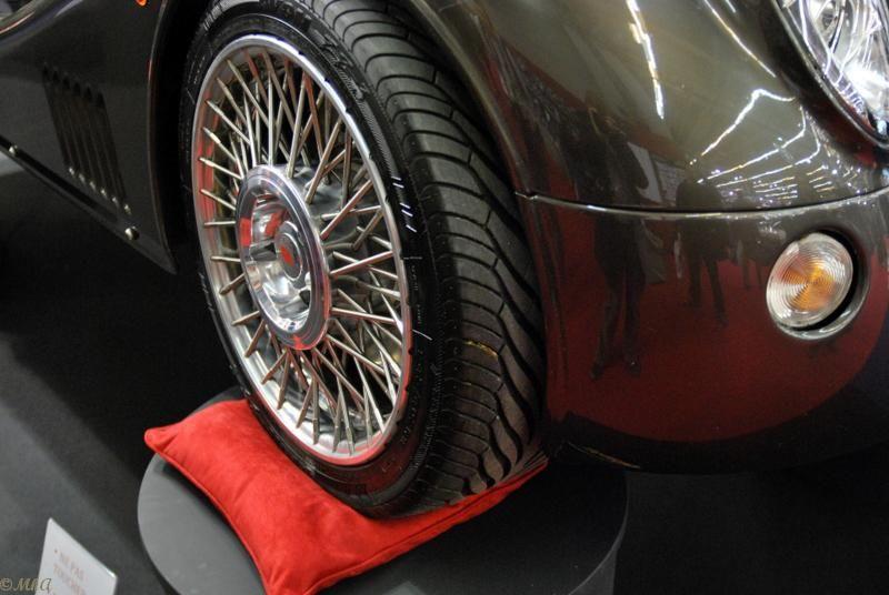 Un beau coussin rouge pour le confort des roues