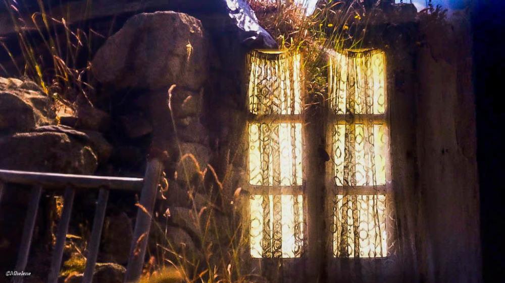 Soleil et reflets dans la ruine