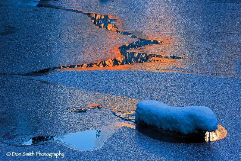 El Cpaitan reflects warm relflection, Yosemite NP.