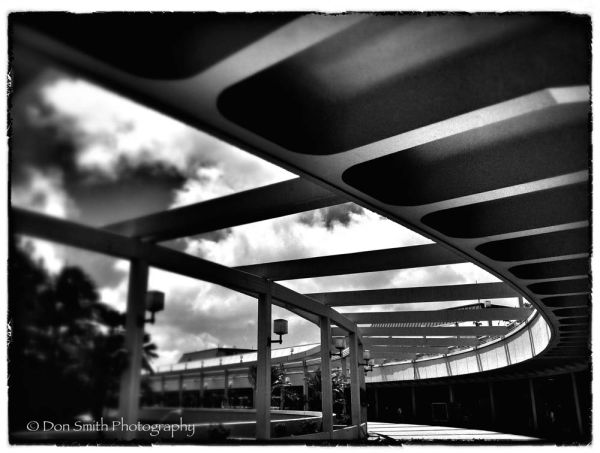 iPhone fun, Honolulu International Airport.