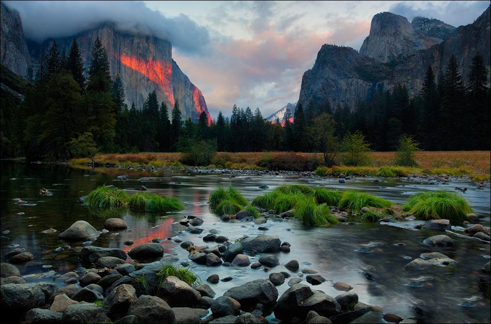 Alpenglow paints El Capitan, Yosemite NP