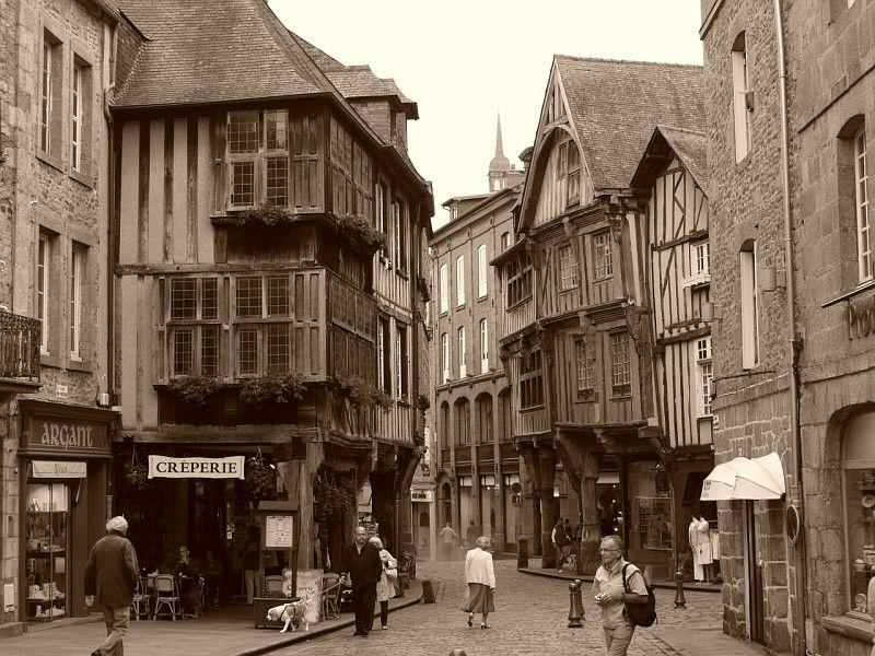 Bretagne. Côtes-d'Armor. Dinan.