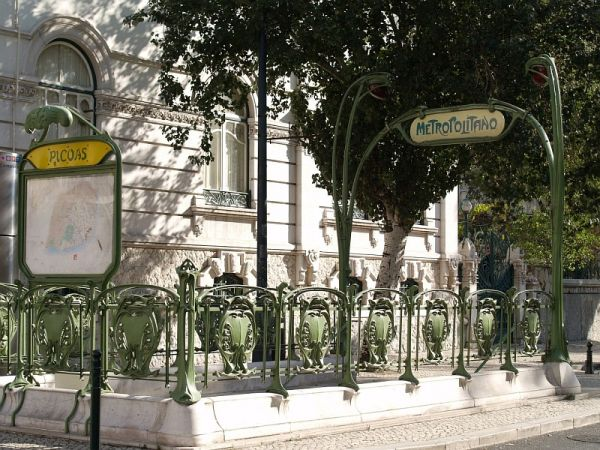 Hector Guimard metro station entrance