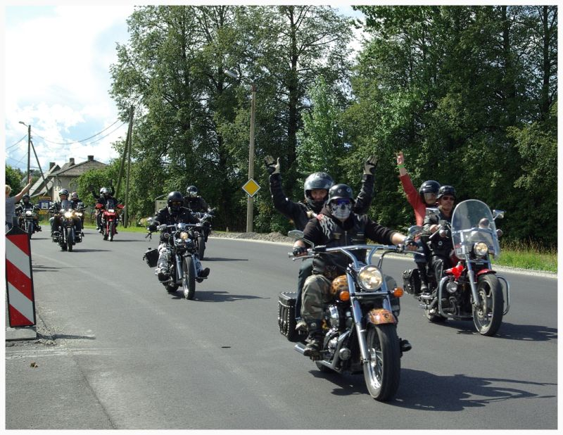 bikers on the streets of T&uuml;ri