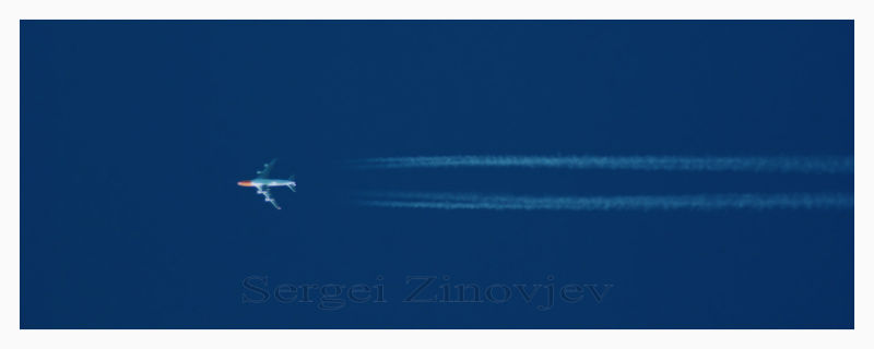 airplane in the bluen sky