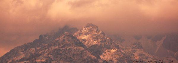 玉龙雪山( Jade Dragon Snow Mountain)