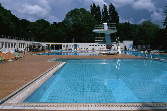 Piscine des dervalli res nantes 44000 horaire for Tarif piscine naturelle