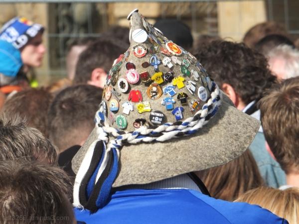 Bielefeld fans use their heads !!