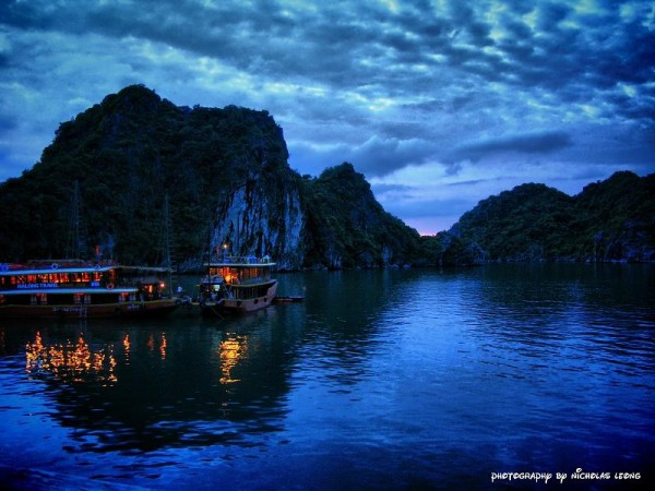 A sunset on Halong Bay