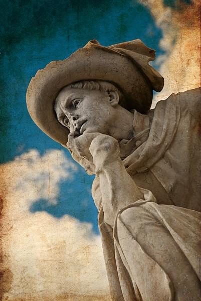 My statue has no nose!