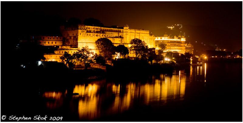 udaipur Rajasthan India maharaja palace pichola