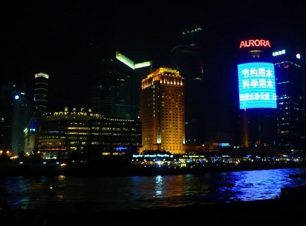 Ciudad de Shanghai, vista nocturna del Bund. China