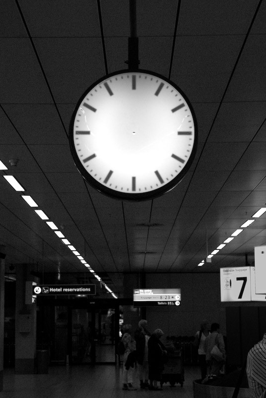 clock with out hand in airport