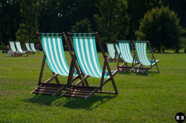 Rental chairs in Green Park
