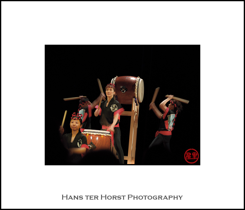 All female Taiko drums