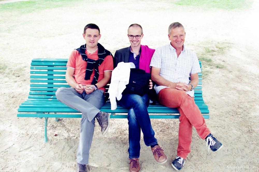 3 hommes sur un banc