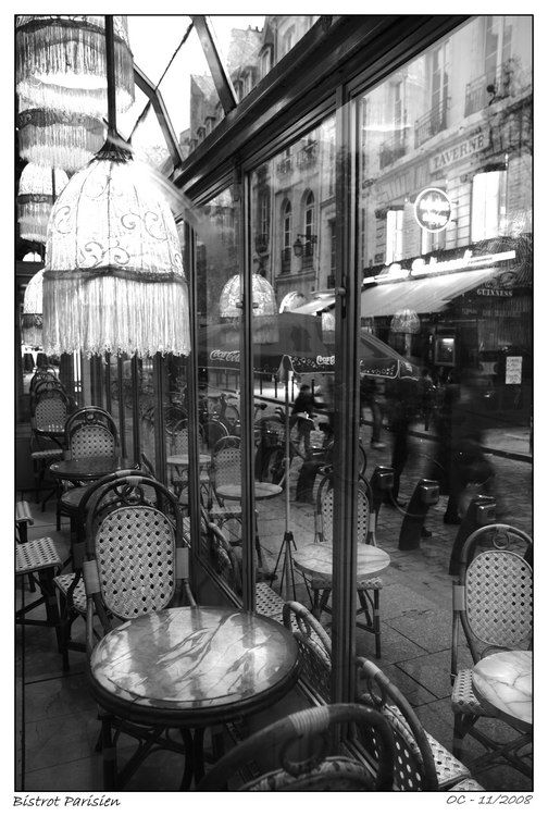 A Bistrot parisien in  the evening light  winter