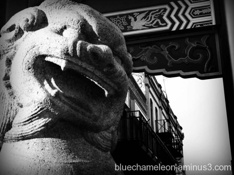 A statue at the entrace of Chinatown in Victoria