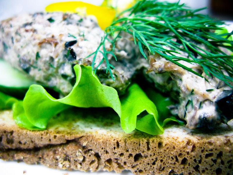 Sandwich with tuna