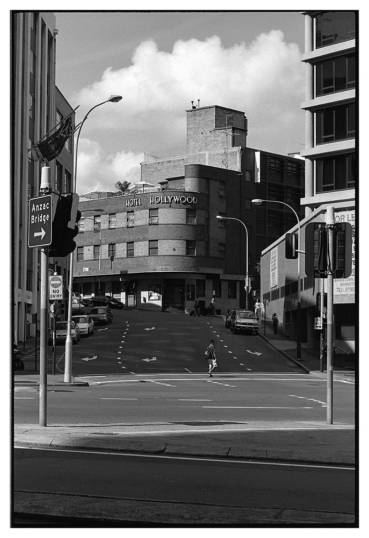 nikonFM, tri-x, nikkor85m, street, city, v700