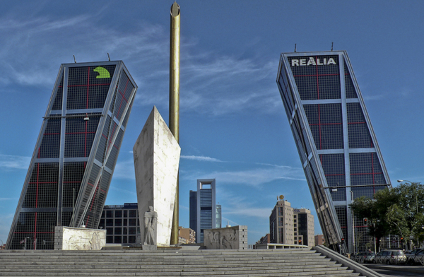 Puerta de Europa. Torres Kio, Madrid