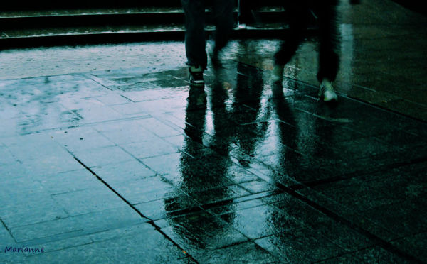 ...  raining running men ...passagers de la pluie